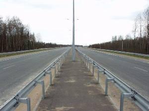 Разделительная сплошная полоса на дороге