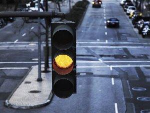 Выехал на желтый сигнал светофора