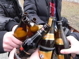 Можно выкладывать фото где есть алкоголь в общественном месте