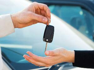Новую машину в автосалоне выгодней купить в каком месяце
