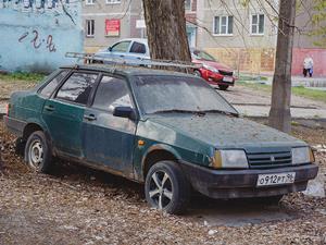 Куда обратиться если во дворе стоит брошенная машина